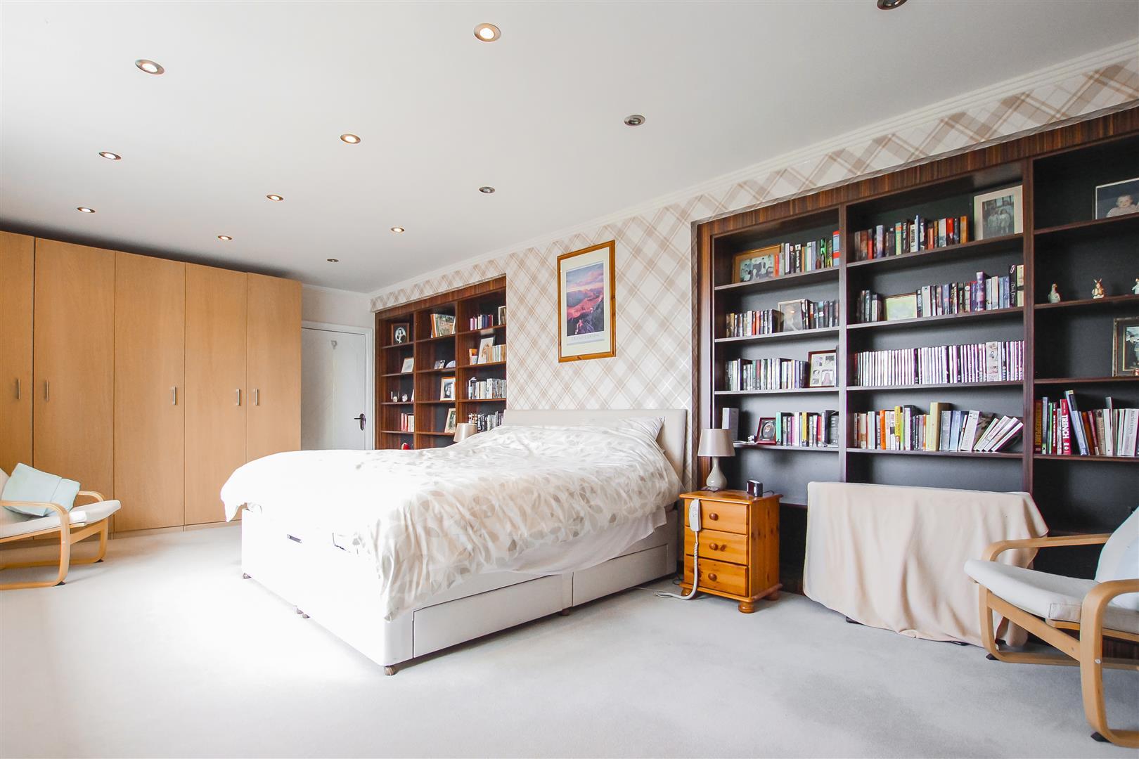 6 Bedroom Detached House For Sale - Annex Master Bedroom